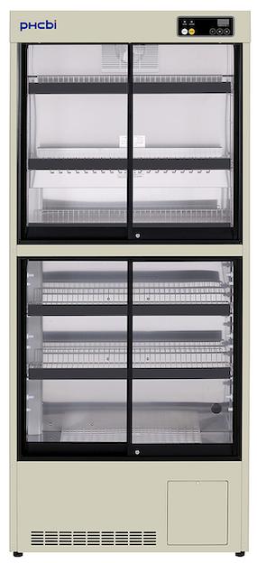 Medisinkjøleskap i to etager med glassvindu og hyller